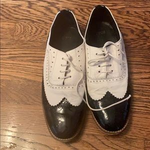 Shoes - Black and white jazz oxford flats
